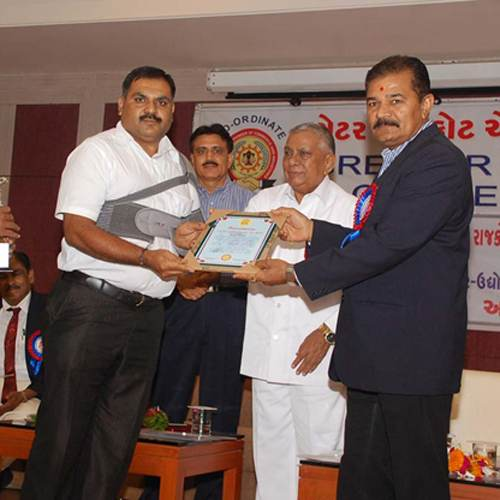 Dr Limbasiya awarded by Rajkot chamber of commerce & industries for his  innovative research in food products