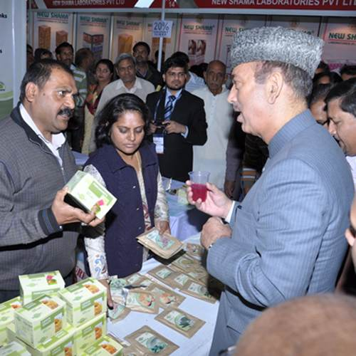 Ex –Union  Health Minister Shri. Ghulam Nabi Azad appreciating the Energy drinks