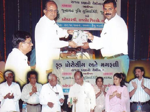 Naran Limbasiya Getting award for his Innovative research- News in Akila