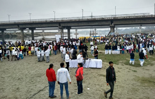 Vedantika herbals drinks are distributing to all volunteers at Yamuna Cleaning