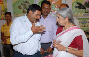 Ex-Health Minister of Punjab Ms Laxmikant Chawala discussing the importance of health products with     Dr. N. Limbasiya.