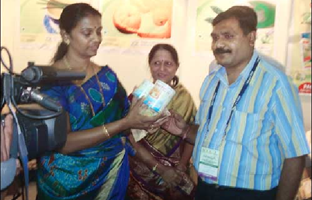 Dr. Shobha Raul, Ex  Mayor of Mumbai  appreciating the orange peel candy.